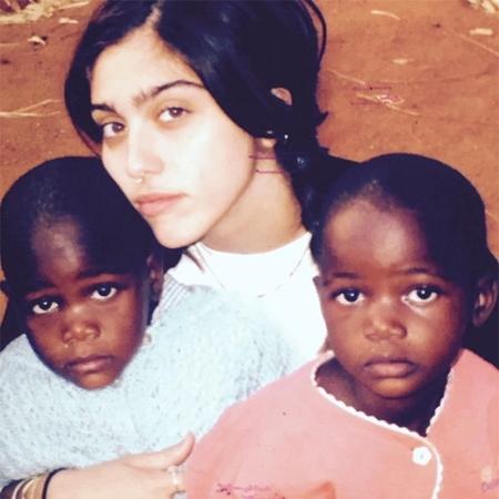 Мадонна з дітьми