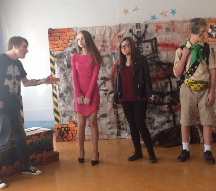 шкільна театральна постановка