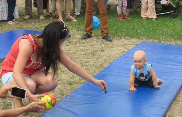 """Гра для малюків """"Веселі повзуни"""""""